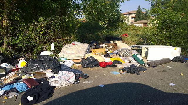 rifiuti in Via Liani - 2