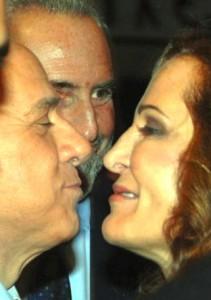 Silvio Berlusconi saluta Daniela Santanchè