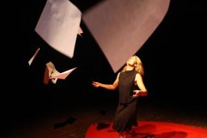 Ore17.30-Elisa-Cuppini-Rent-a-movement-theatre-bassa
