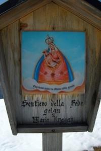 10.04.10 17 Edicola della Madonna di Luggau a Sella Festons