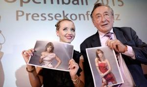 15.01.15 Vienna, Richard Lugner und seine Ehefrau Cathy presentano Elisabetta Canalis (Opernball)