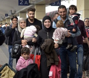 15.09.05 Vienna, rifugiati alla Westbahnhof 66 - Copia