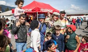 15.09.16 Villach, volontari assistono i profughi