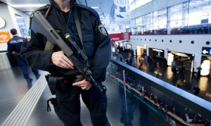 16.03.22 Vienna, aeroporto Schwechat, misure antiterrorismo