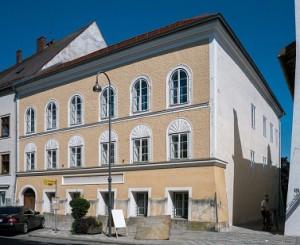 16.04.09 Braunau, casa natale di Hitler 4 - Copia