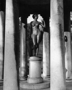 16.04.02 Linz, il cd tempio di Diana, con statua Afrodite