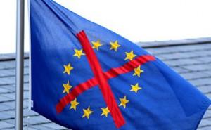 16.06.25 Bandiera Ue con croce di divieto - Copia
