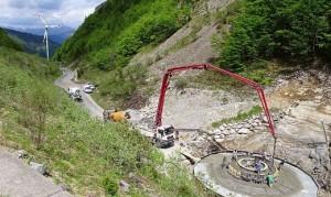 17.06.29 Passo Monte Croce Carnico, basamento di pala eolica in costruzione - Copia