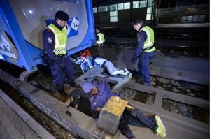 17.08.23 Matrei am Brenner, stazione ferroviaria, profughi nascosti su carro cisterna - Copia
