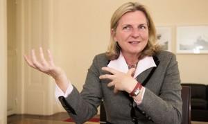 17.12.27 Karin Kneissl. ministra esteri
