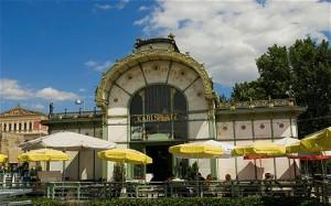 12.07.16 Vienna, stazione della metropolitana di Otto Wagner in Karlsplatz