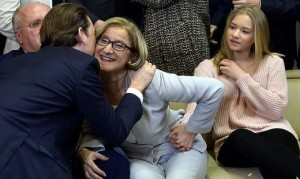 18.01.28 Vittoria elettorale di Johanna Mickl-Leitner baciata da Sebastian Kurz