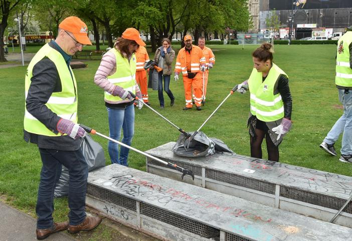 18.05.06 Vienna, operazione pulizia della città con volontari 3