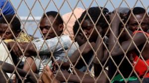 18.07.08 Migranti all'aeroporto Reggio Calabria
