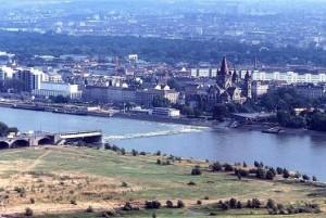 18.08.17 Vienna, Reichsbruecke crollato 1976 (dalla Donauturm) - Copia