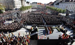 18.10.10 Funerale Haider 2008 30.000 presenti