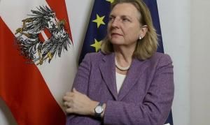 19.02.12 Karin Kneissl, ministra esteri - Copia