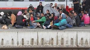 15.10.02 Vienna, profughi alla Westbahnhof