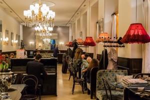 19.04.15 Vienna, Cafe-Weimar, sedie Thonet (f. Johann Diglas) - Copia