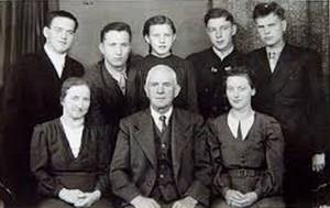 19.05.06 Foto famiglia Langthaler con soldati sovietici