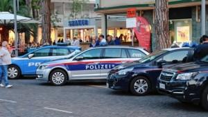 19.06.09 2 Polizia austriaca a Lignano (Kronen Zeitung)