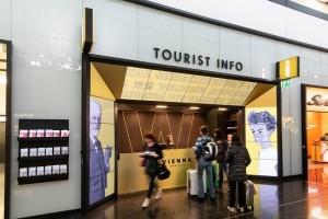 19.06.14 Vienna, aeroporto Schwechat, Tourist Info (foto Rainer Fehringer) - Copia
