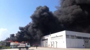 19.11.30 incendio-deposito-rifiuti Battipaglia