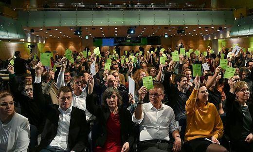 20.01.04 Salisburgo, congresso Verdi vota governo con Övp