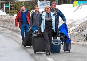 20.03.18 St. Anton am Arlberg, turisti stranieri in partenza - Copia