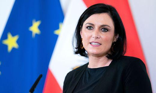 20.04.28 Elisabeth Köstinger
