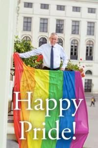20.06.21 Alexander Van der Bellen con bandiera arcobaleno Vienna Pride
