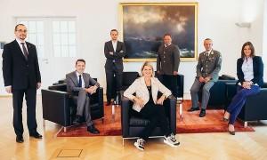 20.06.28 Klaudia Tanner con membri gabinetto Difesa