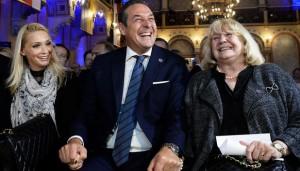 20.07.27 Heinz-Christian Strache con moglie Philippa Beck e mamma Marion