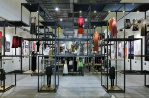 20.08.20 Vienna, Mak, mostra Show off, moda austriaca