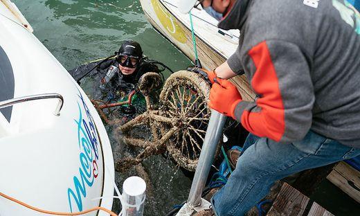20.09.27 Wörthersee, Krumpendorf; recupero bicicletta dal lago