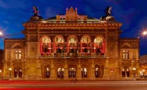 20.10.07 Vienna, Staatsoper con scritta OFFEN