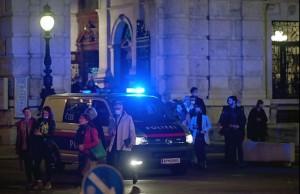 20.11.03 Vienna, Staatsoper, pubblico esce dopo attentato