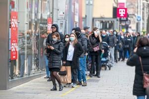20.11.15 Vienna, folla negozi per lockdown 3 - Copia