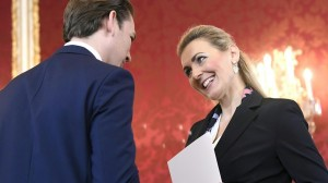 21.01.10 Christine Aschbacher con cancelliere Sebastian Kurz - Copia