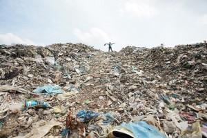 21.02.24 Discarica di Johor, Malaysia; plastica importata - Copia