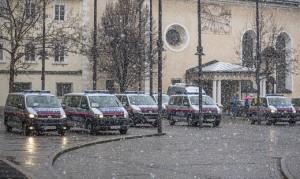 21.03.15 Klagenfurt, auto polizia per demo anti vaccini
