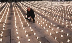 21.04.23 Vienna, Stephansplatz; Michael Landau (Caritas) lumini vittime Covid