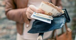 21.06.15 Banconote, pagamento in contanti