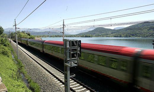 21.08.12 Wörthersee, ferrovia treni lungo il lago