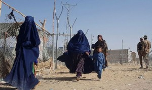 21.08.17 Donne e bambini in fuga da Afghanistan verso Pakistan