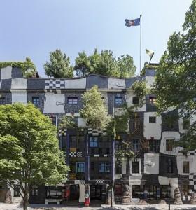 21.09.13 Facciata di Kunst Haus Wien (Friedensreich Hundertwasser) - Copia