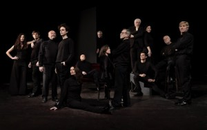 L'ensemble di attori del Teatro Due di Parma