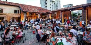 La gente a Mare culturale Urbano di Milano
