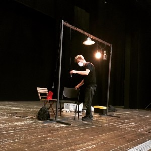 Ascanio Celestini prepara la scena