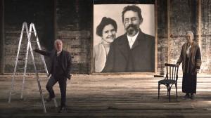 Ferdinando Bruni, Ida Marinelli e al centro la foto di Olga Knipper e Anton Cechov